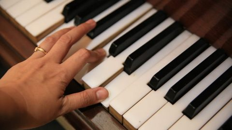 Reasons You Should Learn To Play The Piano