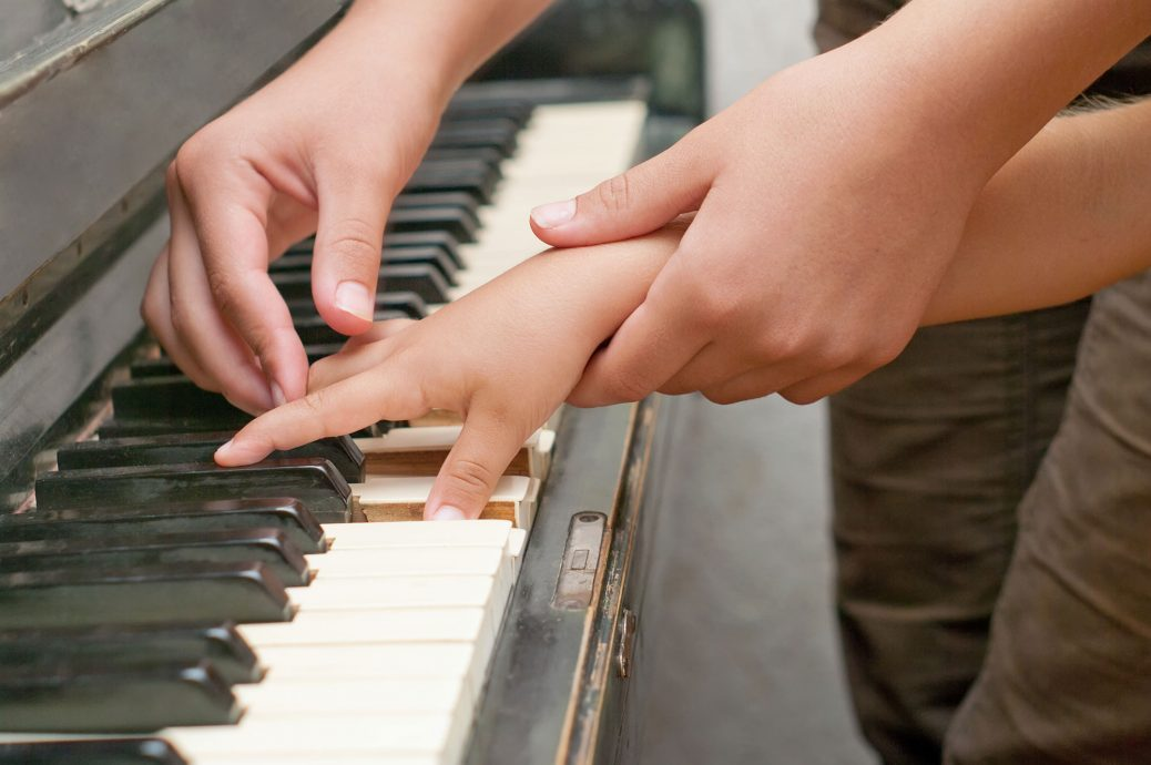 5 Easy Ways to Teach Your Child Piano